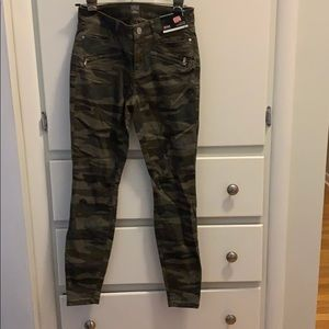 a.n.a jegging in camo new with tags in size 2
